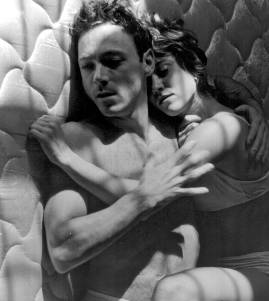 straight-duet-1-promo-shot-mattresssuite